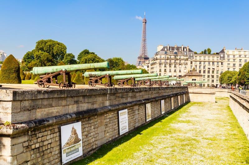 Historyczny Napoleoński artyleria pistolet blisko Krajowej siedziby Inv obrazy royalty free