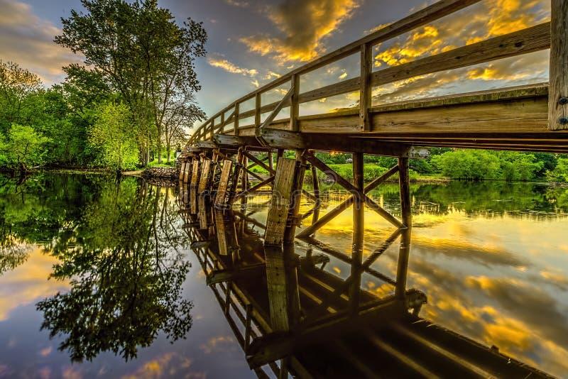 Historyczny Stary północ most nad zgody rzeką przy zmierzchem zdjęcie royalty free