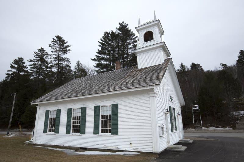Historyczny Surowy Zrzeszeniowy kościół w Surowym, New Hampshire zdjęcia stock
