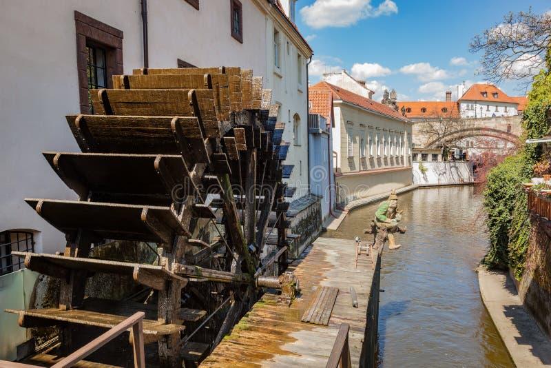 Historyczny wodny młyn na Kampa wyspie w Praga, republika czech obraz stock