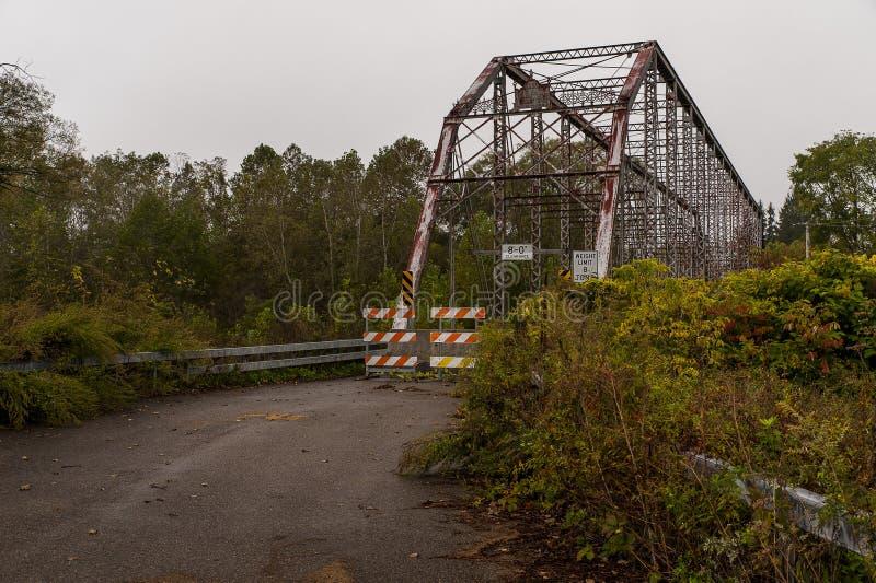Historyczny & Zaniechany Caneadea most Allegany okręg administracyjny, Nowy Jork - Caneadea rzeka - zdjęcie stock