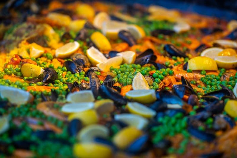 Hiszpańska owoce morza paella kurczaka chorizo krewetka zdjęcia royalty free