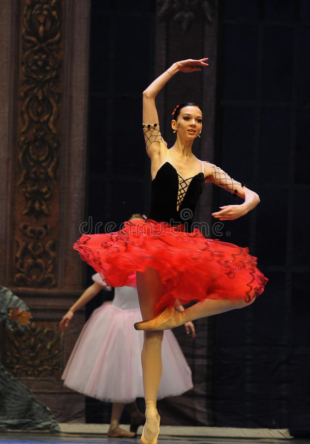 Hiszpańska stylowa dziewczyna drugi aktu cukierku po drugie śródpolny królestwo - Baletniczy dziadek do orzechów fotografia stock