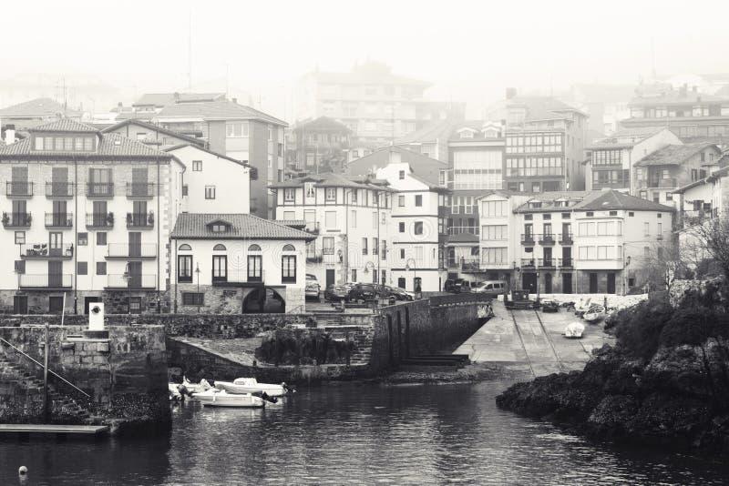 Hiszpańska wioska rybacka w mgle obrazy stock