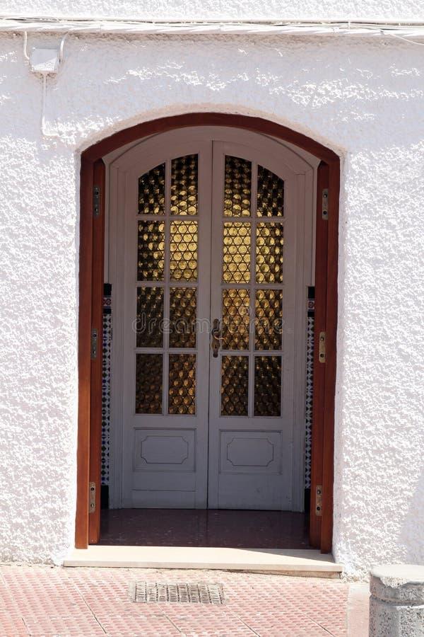 Hiszpański frontowy wejściowy drzwi zdjęcia royalty free