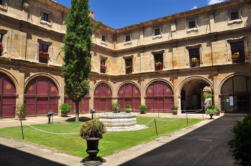 Hiszpański patio. Leon muzeum podwórze obrazy stock