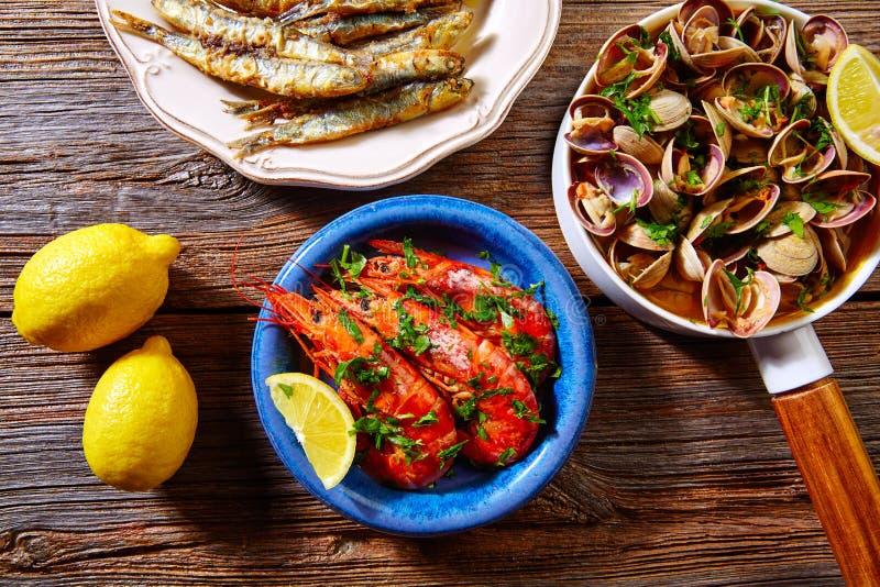 Hiszpańskie owoców morza tapas milczków sardeli garnele zdjęcie stock