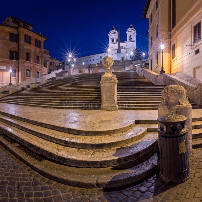 Hiszpańszczyzny Trinita Del Monti i kroków kościół w ranku, Rzym, obraz royalty free