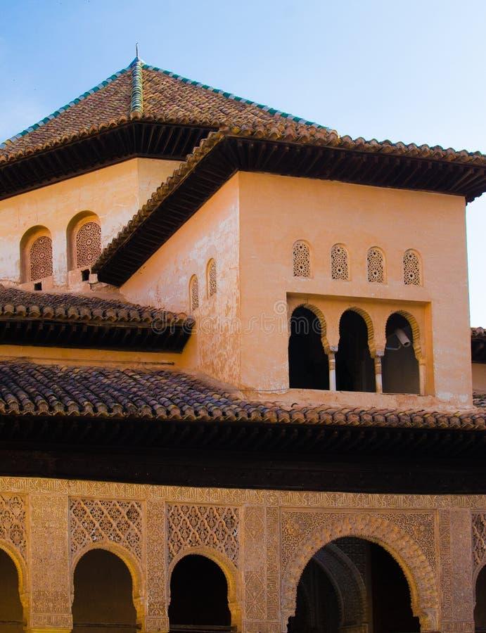 Hiszpania, Granada, Alhambra, wielo- równa mieszanka architektoniczny projekt, skomplikowani Islamscy cyzelowania i równiien ścia obraz stock