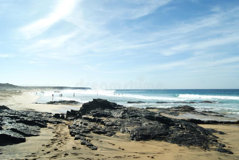 Hiszpania Hiszpańska wyspa Fuerteventura Fale przy Piedra plażą, El Cotillo zdjęcie royalty free