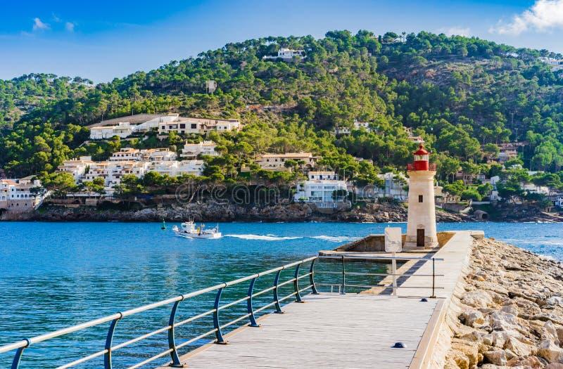 Hiszpania Majorca wyspa, widok latarnia morska przy gramocząsteczką osaczoną port de Andratx zdjęcia stock