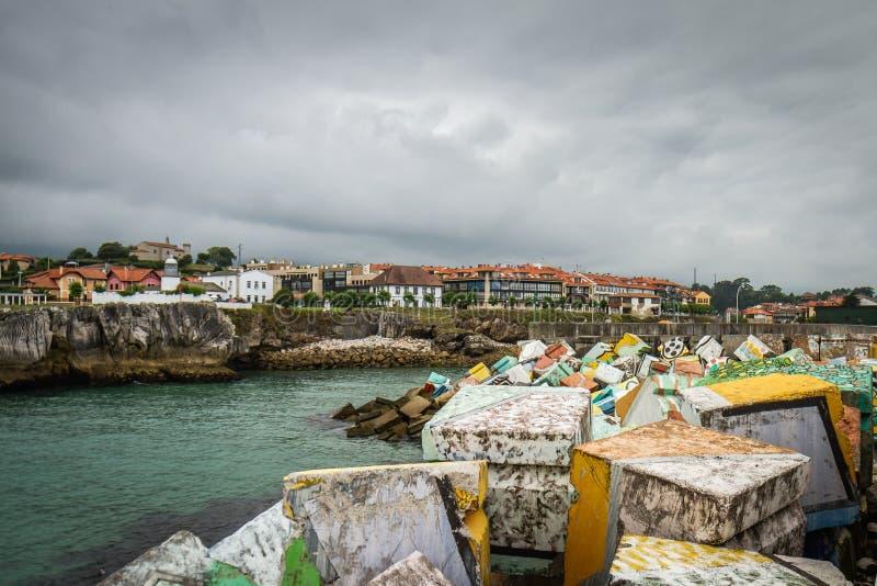 Download Hiszpania nadmorski wioska obraz stock. Obraz złożonej z skała - 57656215