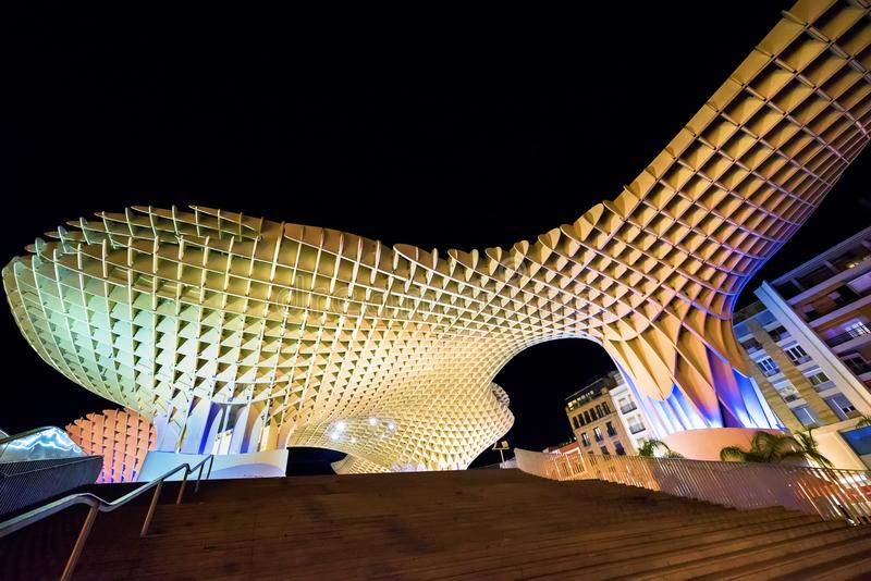 HISZPANIA, SEVILLA -: Noc widok Metropol Parasol w placu Encarnacion, Andalusia prowincja obraz stock