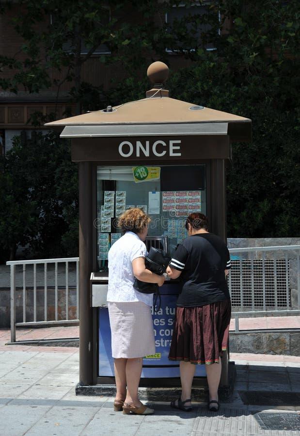 Hiszpany przy kioskiem z krajową loterią obrazy stock