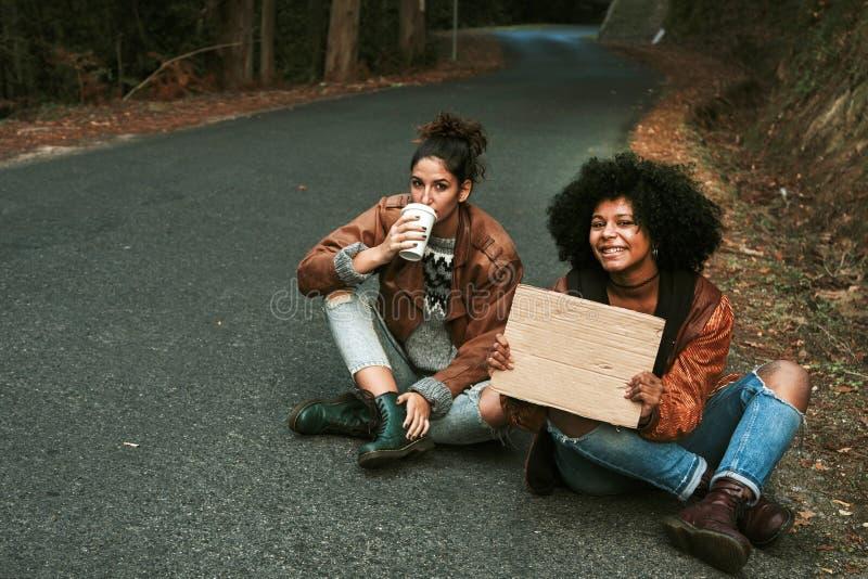 hitchhiking imagenes de archivo