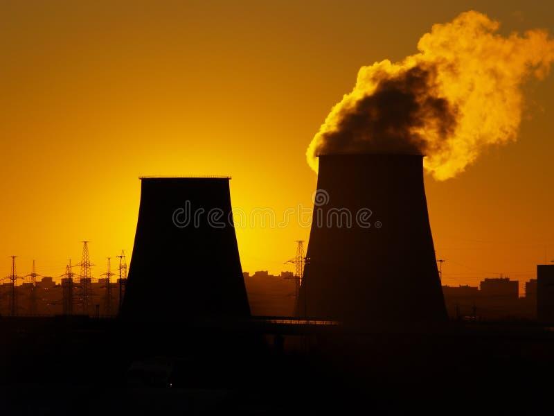 Hitte en Elektrische centrale stock foto's