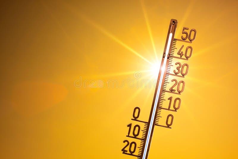 Hittegolf, heldere zon op oranje hemel royalty-vrije stock afbeelding