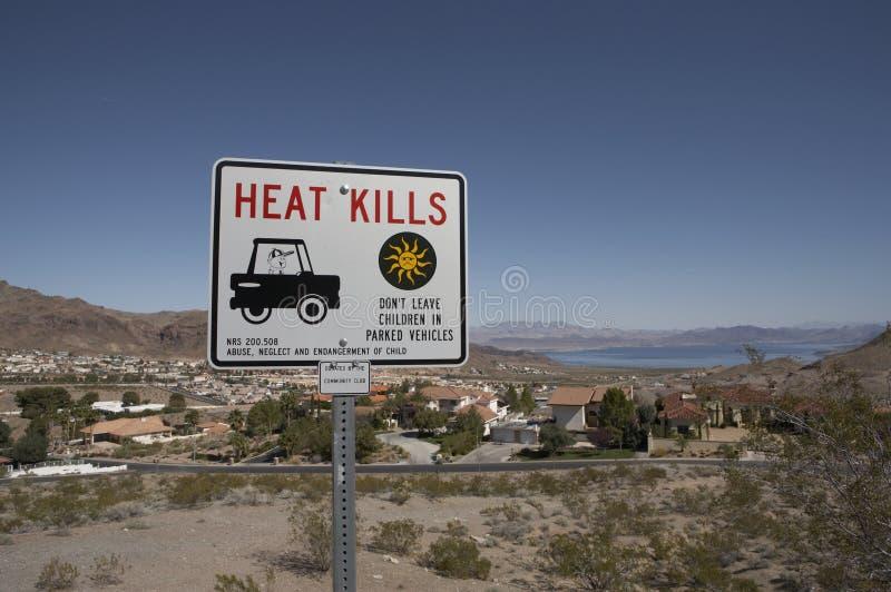 Hitze beendet Zeichen nahe See Met stockbild