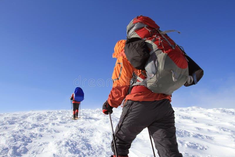 Hiver augmentant dans les montagnes photo stock
