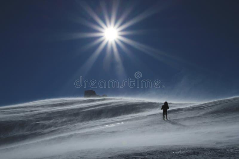 Hiver augmentant dans les montagnes image libre de droits