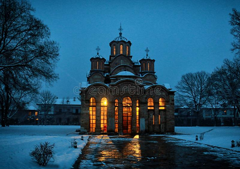 Hiver dans le monastère Gracanica photo stock