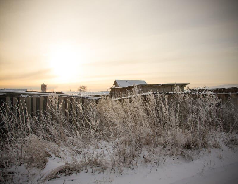 Hiver de Milou dans le village russe toned image stock