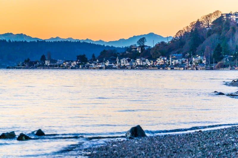 Hiver même les maisons 2 de Shoreline photo stock
