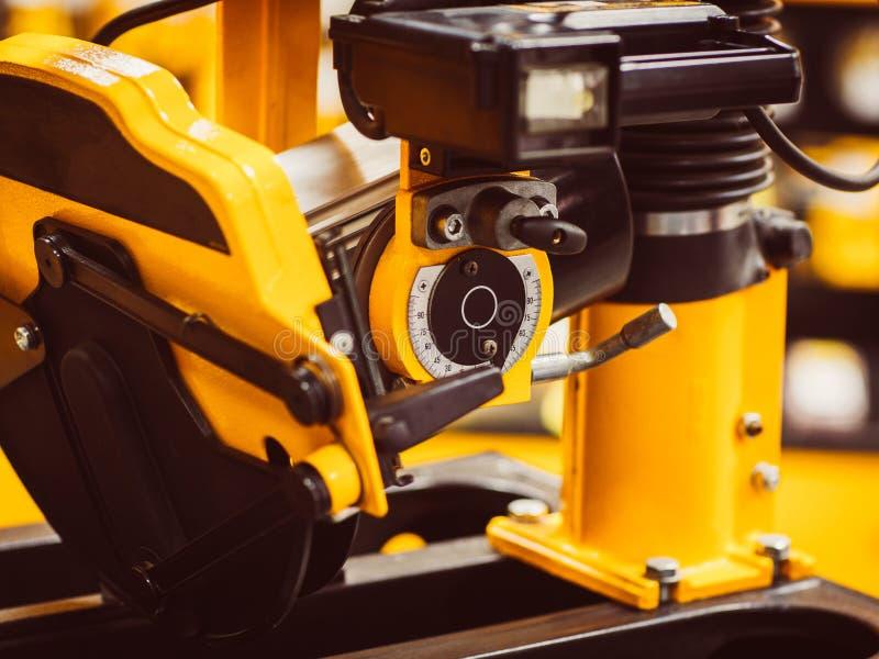 Hjälpmedel för maskin för modernt fabriksseminarium industriellt arkivbilder