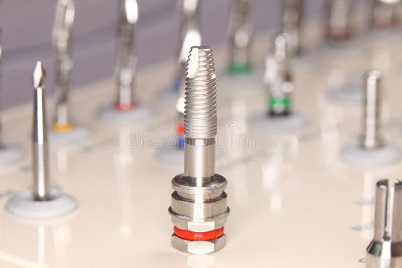 Hjälpmedel för tand- implantat fotografering för bildbyråer