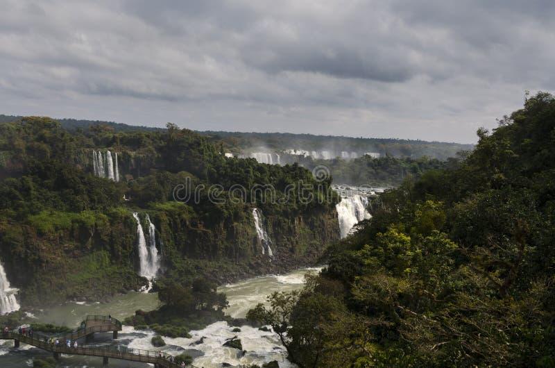 Hjälpmedel för vattenfallet Iguacuwalls arkivfoton
