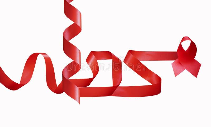 HJÄLPMEDEL uttrycker och märker i rött band på isolerad vit arkivbild