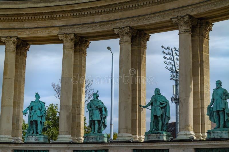 Hjältar kvadrerar i mitten av Budapest Ungernmonument av arkitektur arkivfoto