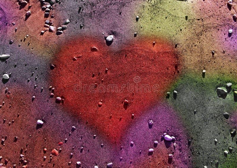Hjärta över kulör sand och vaggar bakgrund royaltyfri bild
