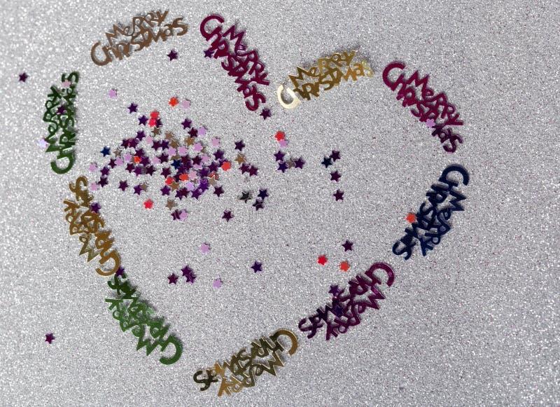Hjärta av julgarnering som göras av en årig flicka 10 arkivbild