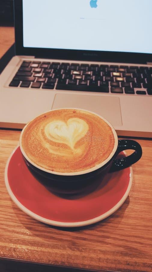 Hjärta för kaffekopp royaltyfri bild
