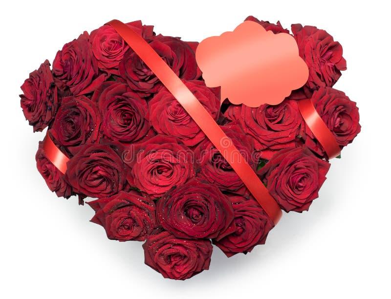Hjärta gjorde röda rosor buketten det röda bandet att smsa isolerad vit bakgrund för stället anmärkningen royaltyfri illustrationer