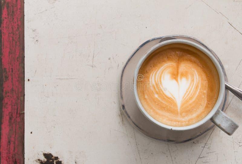 Hjärta i latte royaltyfri fotografi