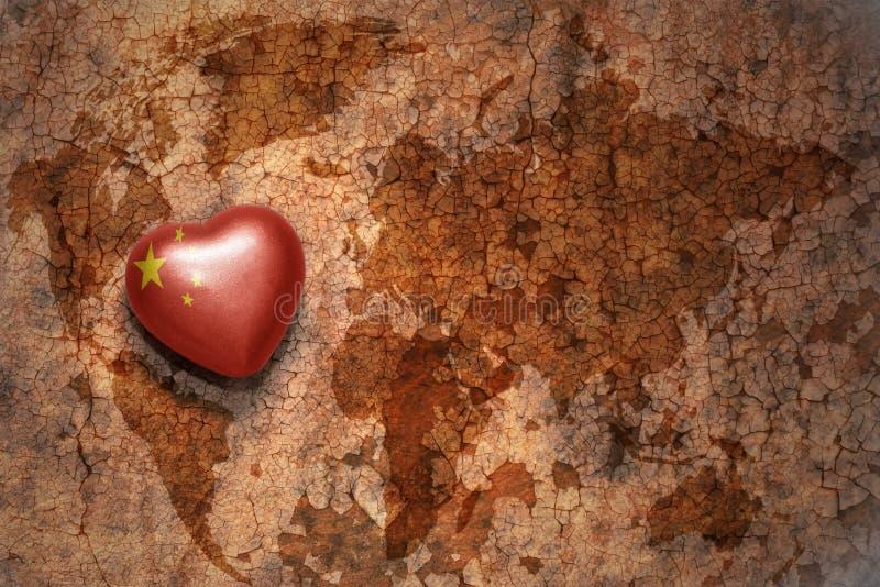 Hjärta med nationsflaggan av porslinet på en bakgrund för papper för tappningvärldskartaspricka arkivbild