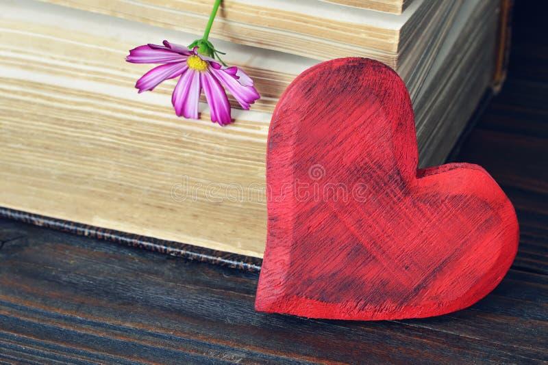 hjärta min portfölj till valentinvälkomnandet mödrar för hjärta för kortdagblomma royaltyfria foton