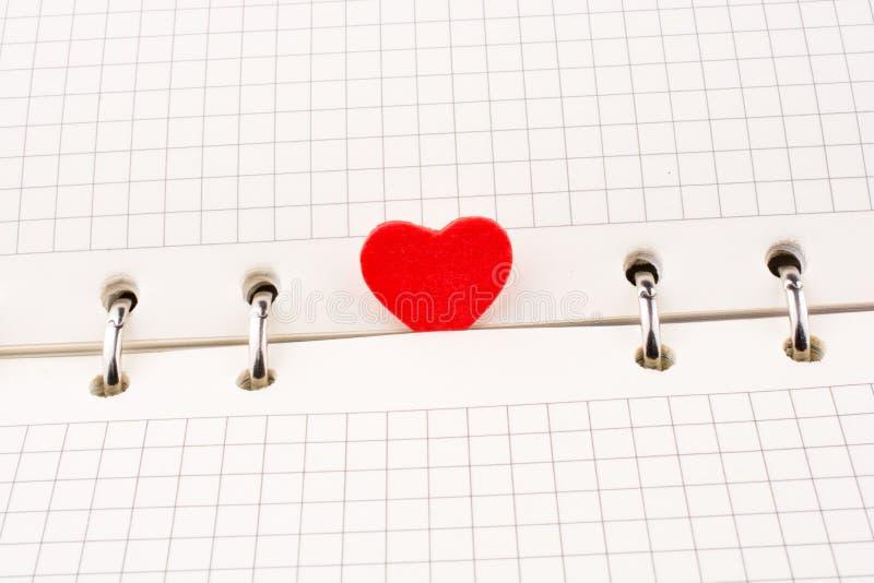 Hjärta på en anteckningsbok royaltyfri illustrationer