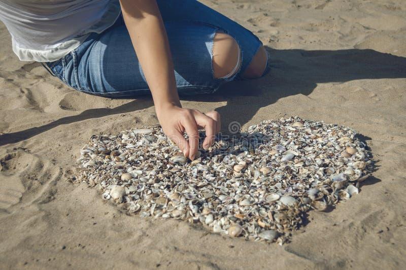Hjärta på sanden royaltyfri fotografi
