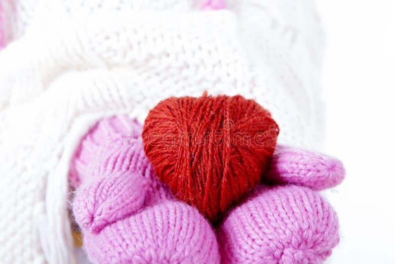 Hjärta räcker tumvantet arkivfoton
