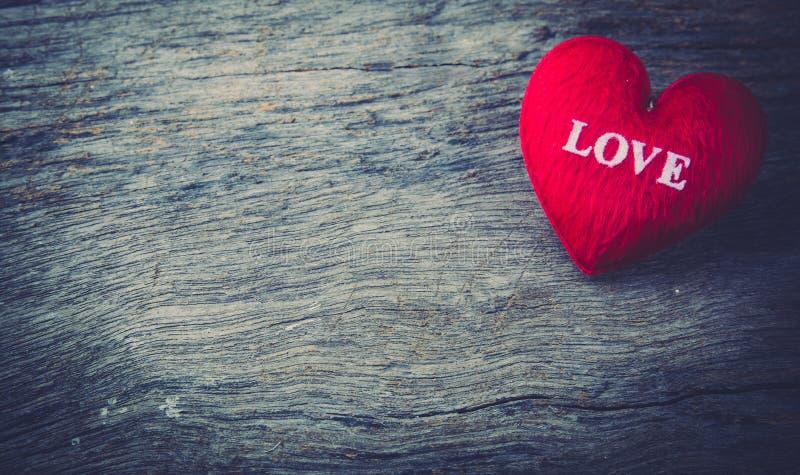 hjärta som ett symbol av förälskelse, valentins dag royaltyfri fotografi