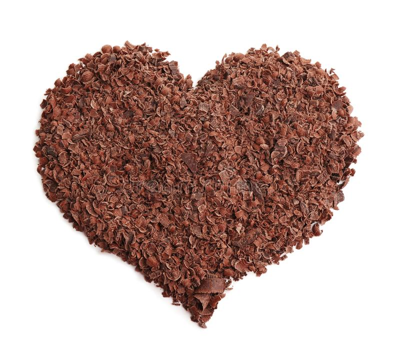 Hjärta som göras av mörka chokladshavings arkivfoto