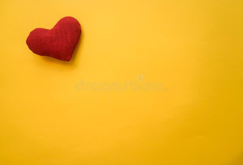 Hjärta som göras med händer royaltyfria bilder