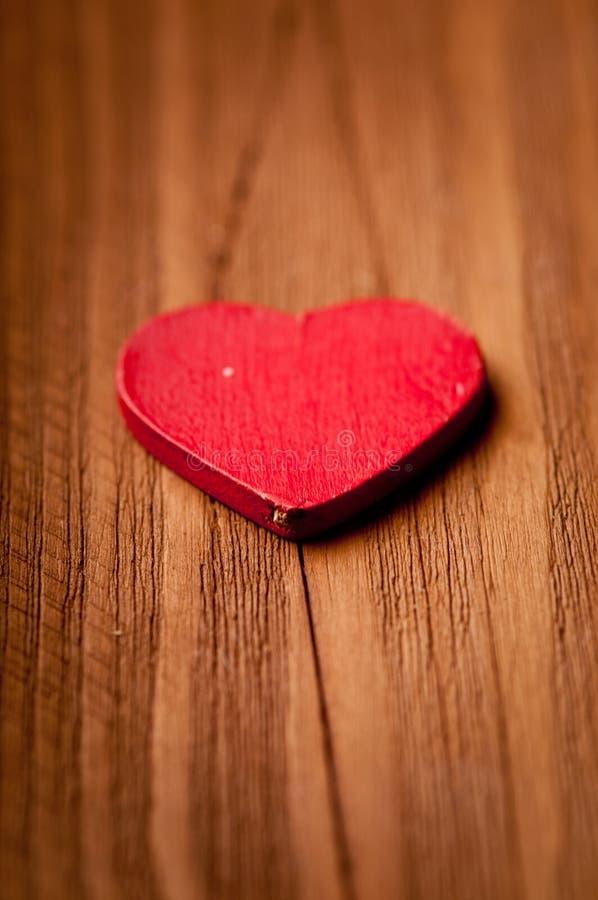 Hjärta som ligger på etappen arkivbild