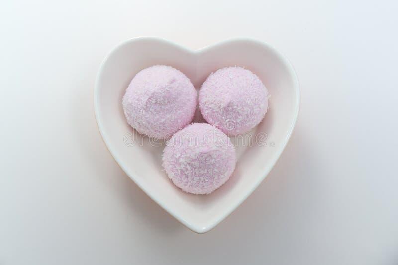 Hjärtabunke i rosa marshmallower royaltyfri bild