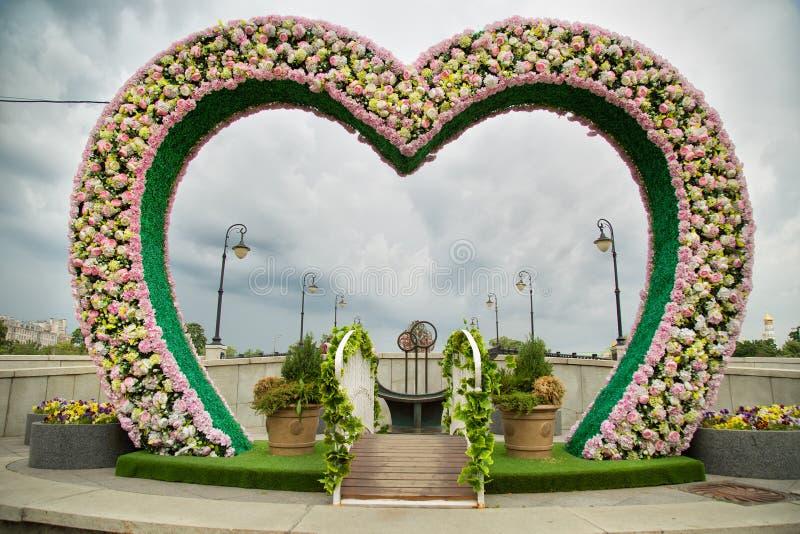 Hjärtaform för att gifta sig fotografi royaltyfria bilder