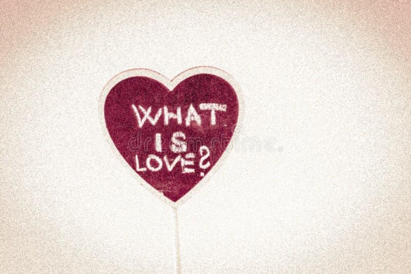Hjärtaform med text - är vad förälskelse? royaltyfria bilder