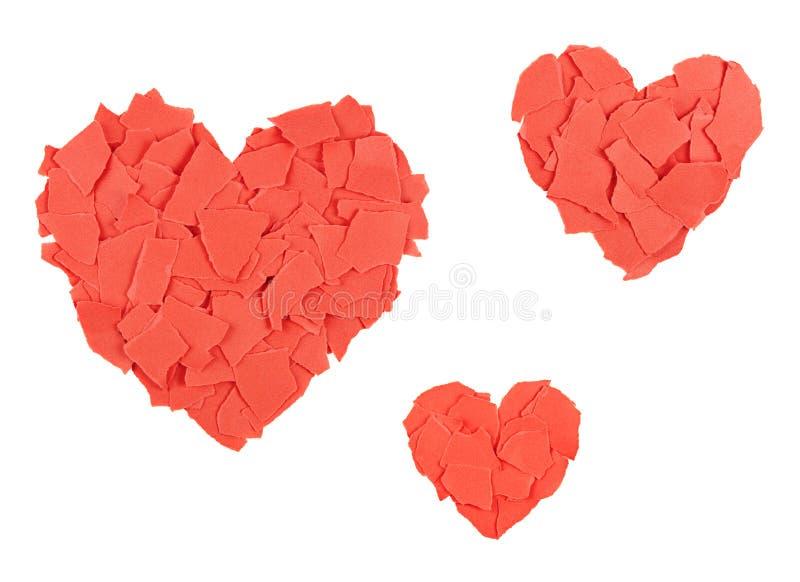 Hjärtor av sönderrivna pappers- rester arkivfoto